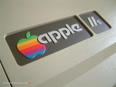 Het eerste, kleurige, logo van Apple. Foto van www.dendmedia.com.